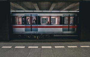 train-2663056_1920